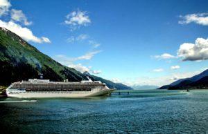 Cruise ship and glacier